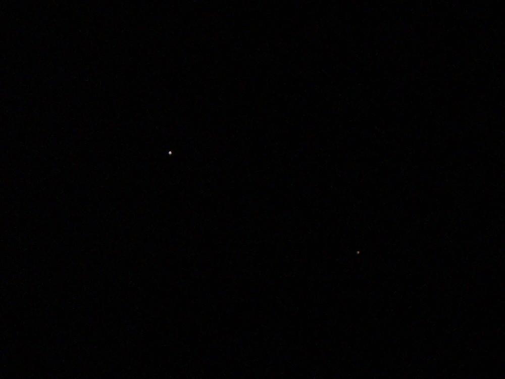 http://forum.kosmonautix.cz/dokumenty/Discovery+ISS-7.3.2011.JPG